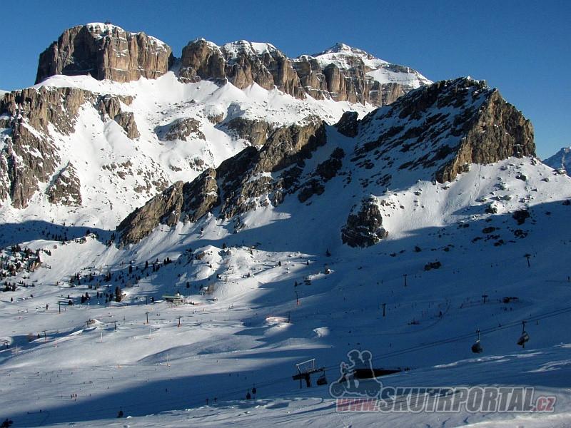 1 - Gruppo del Sella - skalní skupina s horou Piz Boè (3152m). Kolem ní vedou sjezdovky a lanovky Sella Rondy.