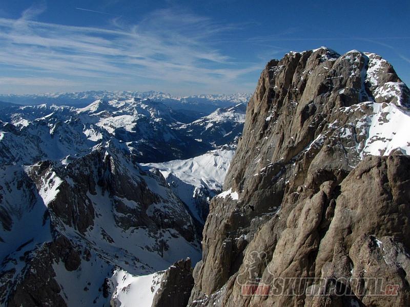 2 - Pohled z Punta Rocca na masiv Marmolady a panorama italských Dolomit.