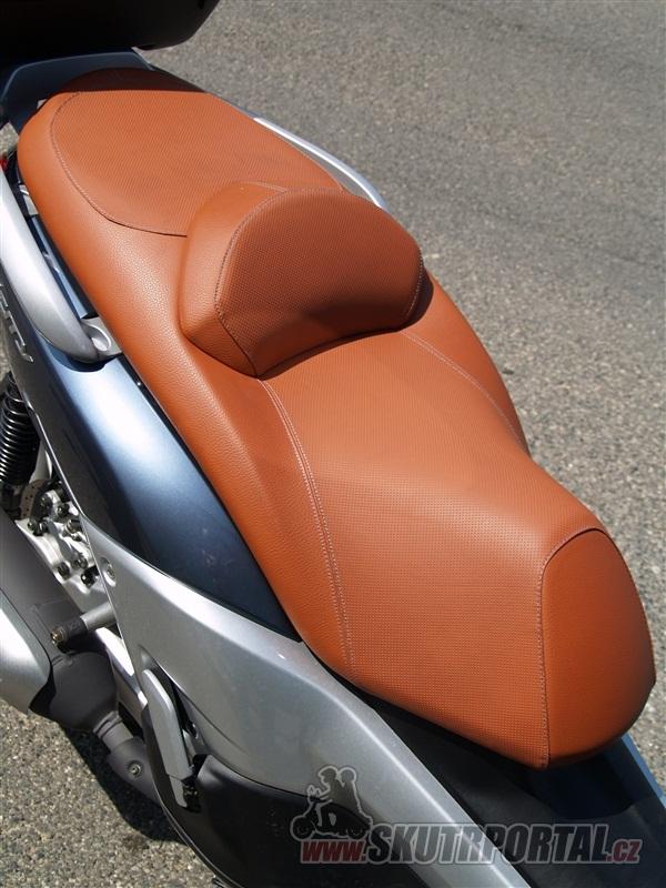 Yamaha X-City 250. Elegán na vysoké noze