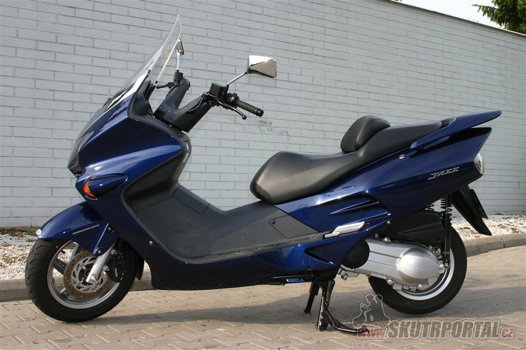 Honda NSS Jazz 250. Zlatá střední cesta