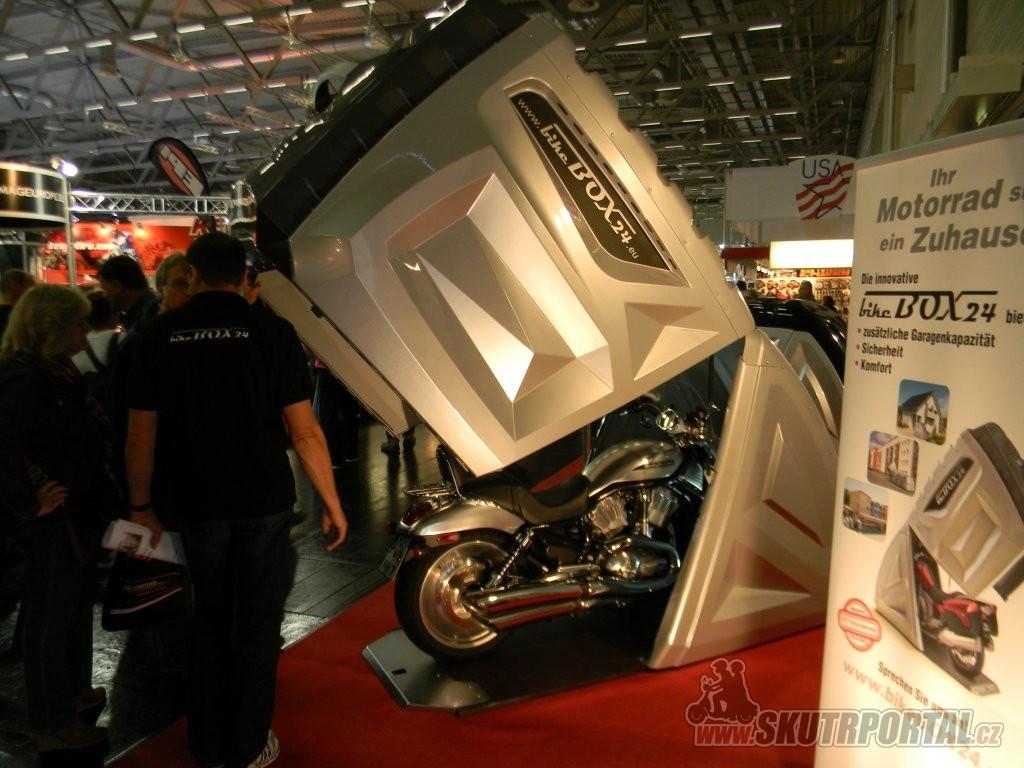 intermot 2012 - garáž