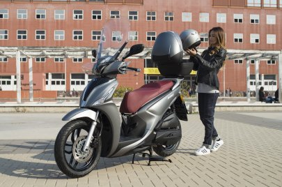 01: Kymco New People S 125i ABS