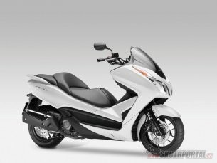 01: motocykl roku 2013