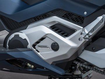 04: Honda Forza 750