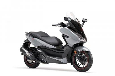 01: Honda Forza 300