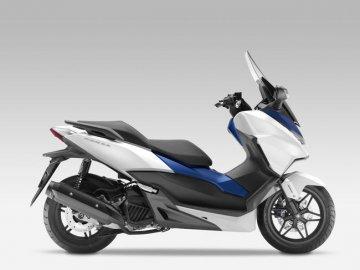 005: Honda Forza 125