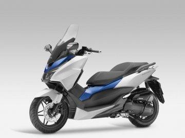 004: Honda Forza 125