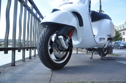 004: Vespa GTS 300 Super ABS