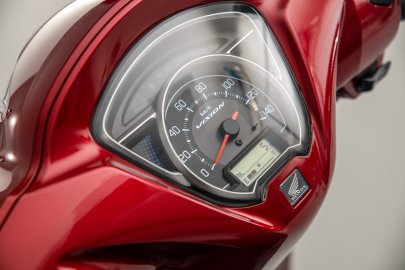 02: Honda 21YM VISION 110
