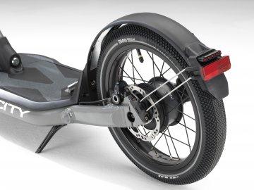BMW X2 City - místo skútru koloběžka