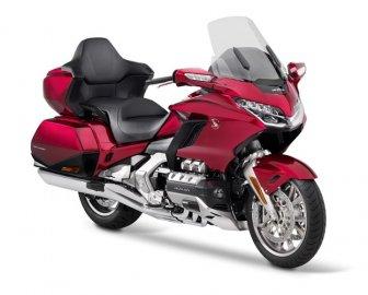 03: Honda Goldwing 2020 - Král silnic s automatem
