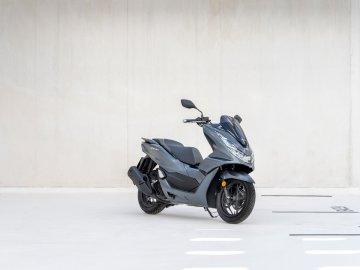 01: Honda PCX 2021
