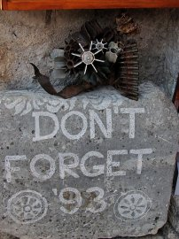 02: 4 Nejen v Mostaru se často připomíná válka.