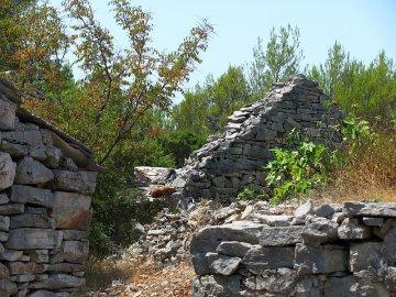 03: Z opuštěné vesnice Humac.