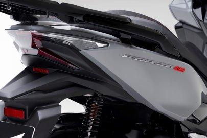 04: Honda Forza 300