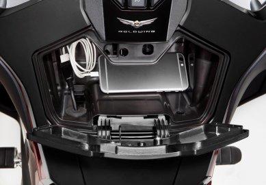 01: Honda GL1800 Gold Wing Tour 2021