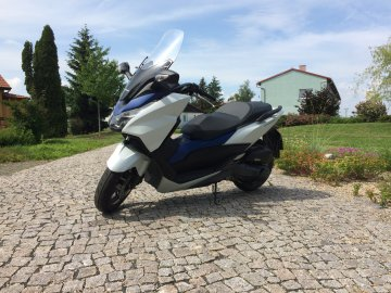 001: Honda Forza 125