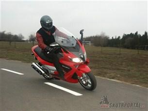 Gilera Nexus 500. Sportovec s variátorem