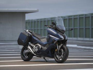 06: Honda Forza 750