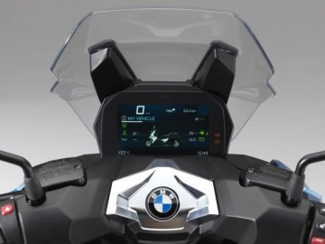 002: BMW C400X