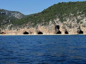 012: Jeskyně u pláže Cala Luna. Bohužel tu bývá přelidněno a tak jedna návštěva stačila :-(