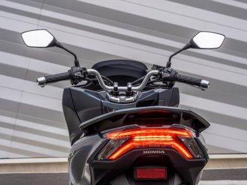 06: Honda PCX 2021