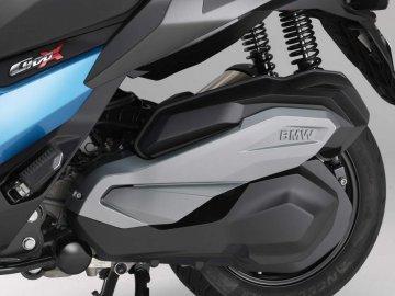 007: BMW C400X