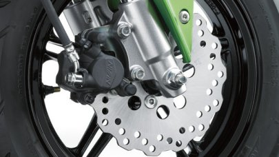001: Kawasaki Z125 - motorka s automatem