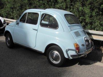 """03: Fiat 500 – """"Cinquecento"""". Viděli jsme jich několik, většinou hezky udržovaných."""