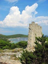 07: 45 Rozvaliny bývalé pevnosti Gradina.