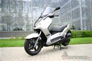Yamaha X-max 125. Roztočte to na MAX