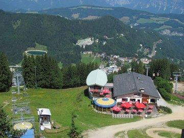 013: 51 Pohled na Semmering z rozhledny na vrcholu Hirschenkogel.