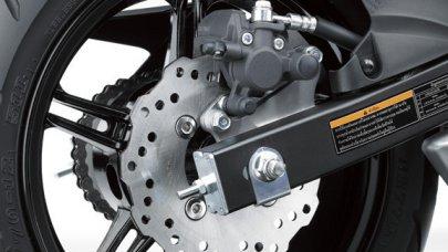 002: Kawasaki Z125 - motorka s automatem