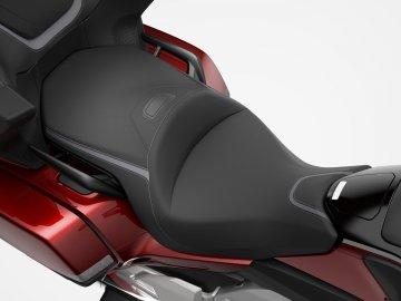 02: Honda GL1800 Gold Wing Tour 2021