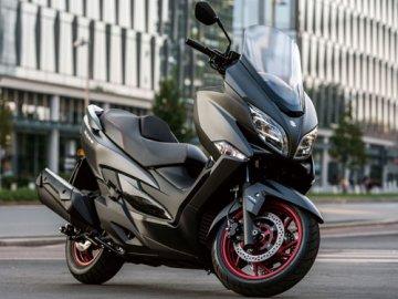 01: Suzuki Burgman 400