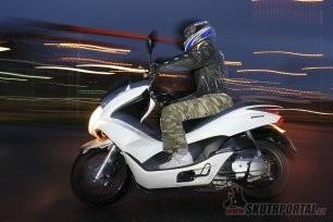 Test Honda PCX - Designovka pro mlaďochy
