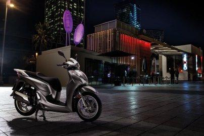 02: Honda SH 300i