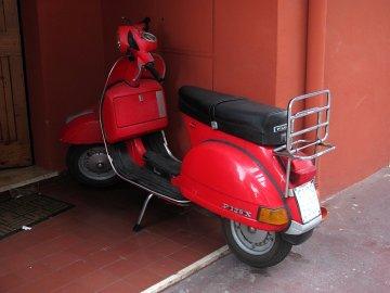 030: Rudý koutek – proč si nezaparkovat rovnou na zápraží? Parkování na chodníku je běžné a toleruje se.