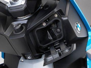 008: BMW C400X