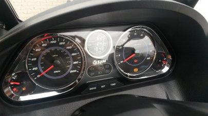 09: SYM MAXSYM 600i ABS SPORTY – Cestování první třídou