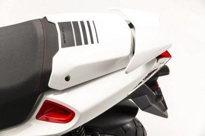 008: Peugeot Speedfight 4
