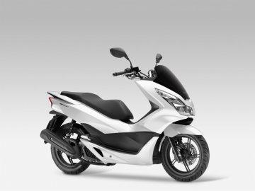 03: Honda PCX 125, modelový rok 2017