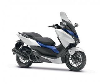 01: Vítěz kategorie skútry do 125 ccm Honda Forza 125