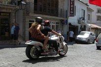 15 Luxus – slečna i motorka.