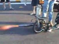 """""""Skútr"""" na tryskový pohon aneb svářecí souprava na 2 kolech"""