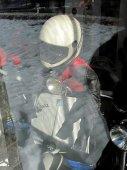 15 - Vespa i se stylizovaným jezdcem.