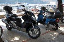 51 Poslední bonusový snímek na závěr, focený při výletu do Boky Kotorské, ve městě Herceg Novi, takže sem z hlediska statistiky nepatří. Hondu jsem ale nemohl nezařadit, zejména, když je to Silver Wing. Honda je podle mého krátkého průzkumu v Černé H