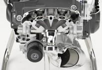 Honda INTEGRA , výkon motocyklu a obratnost skútru.
