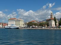 Pohled na Split při odjezdu trajektem.