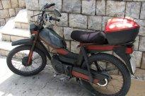 45 Tento moped si zasloužil detail, je ze skupiny výše. Strojů značky Tomos bývala plná stará Jugoslávie, mopedů i lodních motorů různého výkonu. Dnes to těžko pohledat. V Chorvatsku jsem viděl pár lodních motorů na starých bárkách, moped ani jeden.